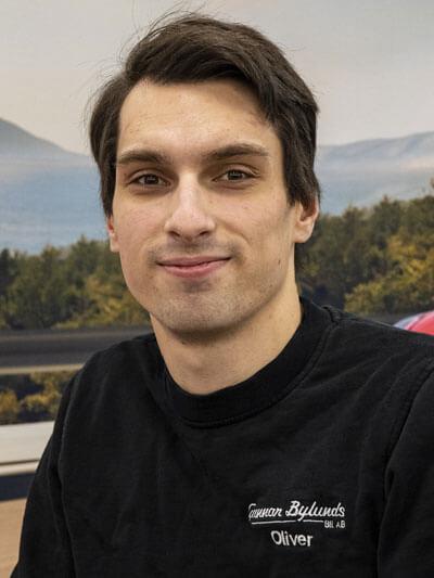 KIA-certifierad-tekniker-bylunds-bil-asarum-Oliver-silnas